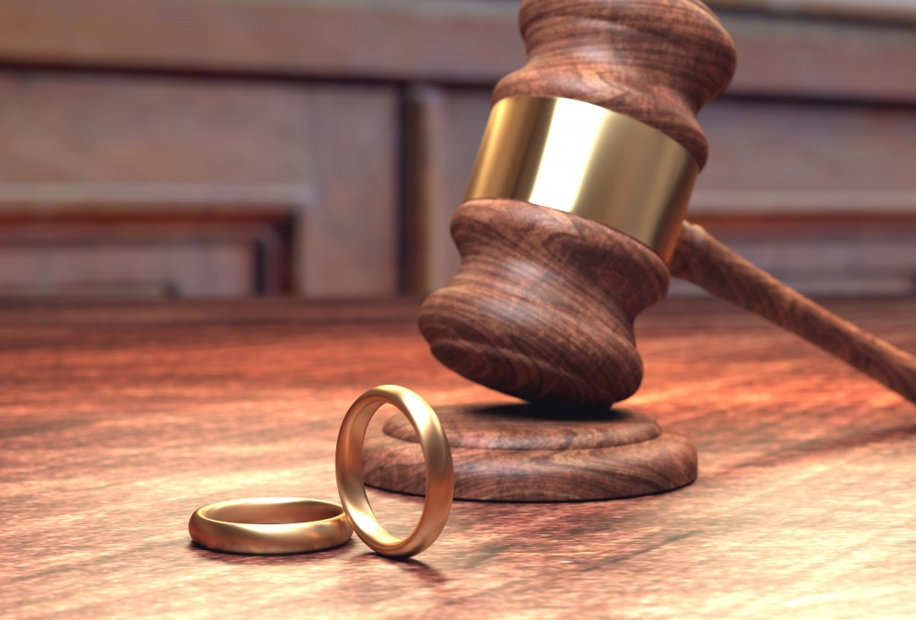 A law gavel with two rings, planning to divorce