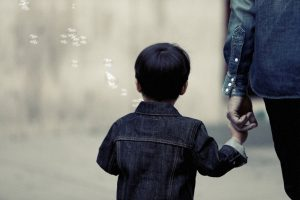 A child with his parent, children custody family law attorney