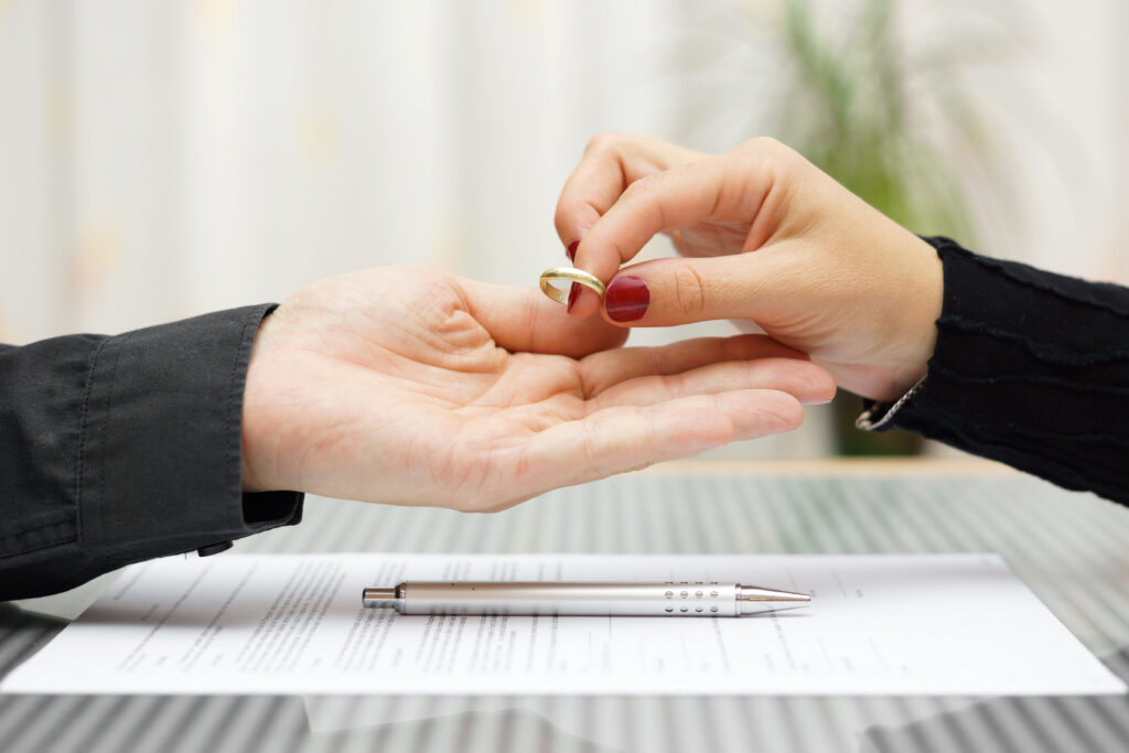 A couple is divorcing, giving back to marriage ring